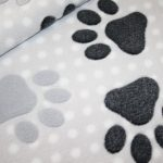 renee-d.de Onlineshop: Weicher Zottel Fleece Stoff braun Hunde Pfoten