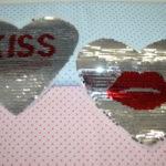 Streichpailetten Applikation Herz Kiss silber rot groß
