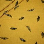 Musseline Baumwollstoff senf gelb mit kleinen Federn